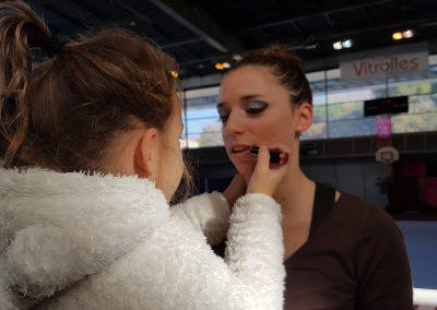 Clémence en pleine séances maquillage
